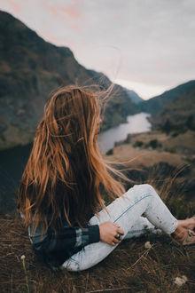 Фото Девушка с длинными волосами сидит на фоне природы, by Sam Brockway