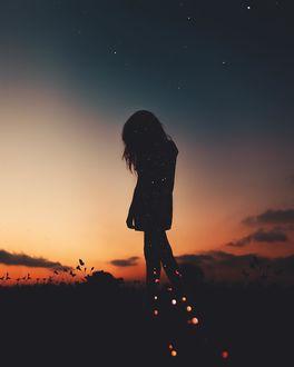 Фото Силуэт девушки с опущенной головой на фоне неба, by Luiz Claudio