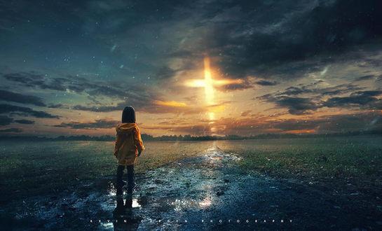 Фото Девочка стоит в луже и смотрит на луч в небе, by kevron2001