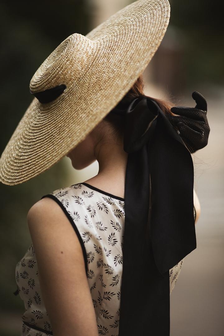 локации картинки на аву в шляпе сзади красив