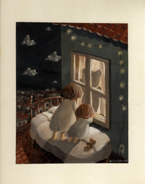 Фото Двое малышей в кровати, стоящей на крыше, смотрят на плюшевого мишку в окне