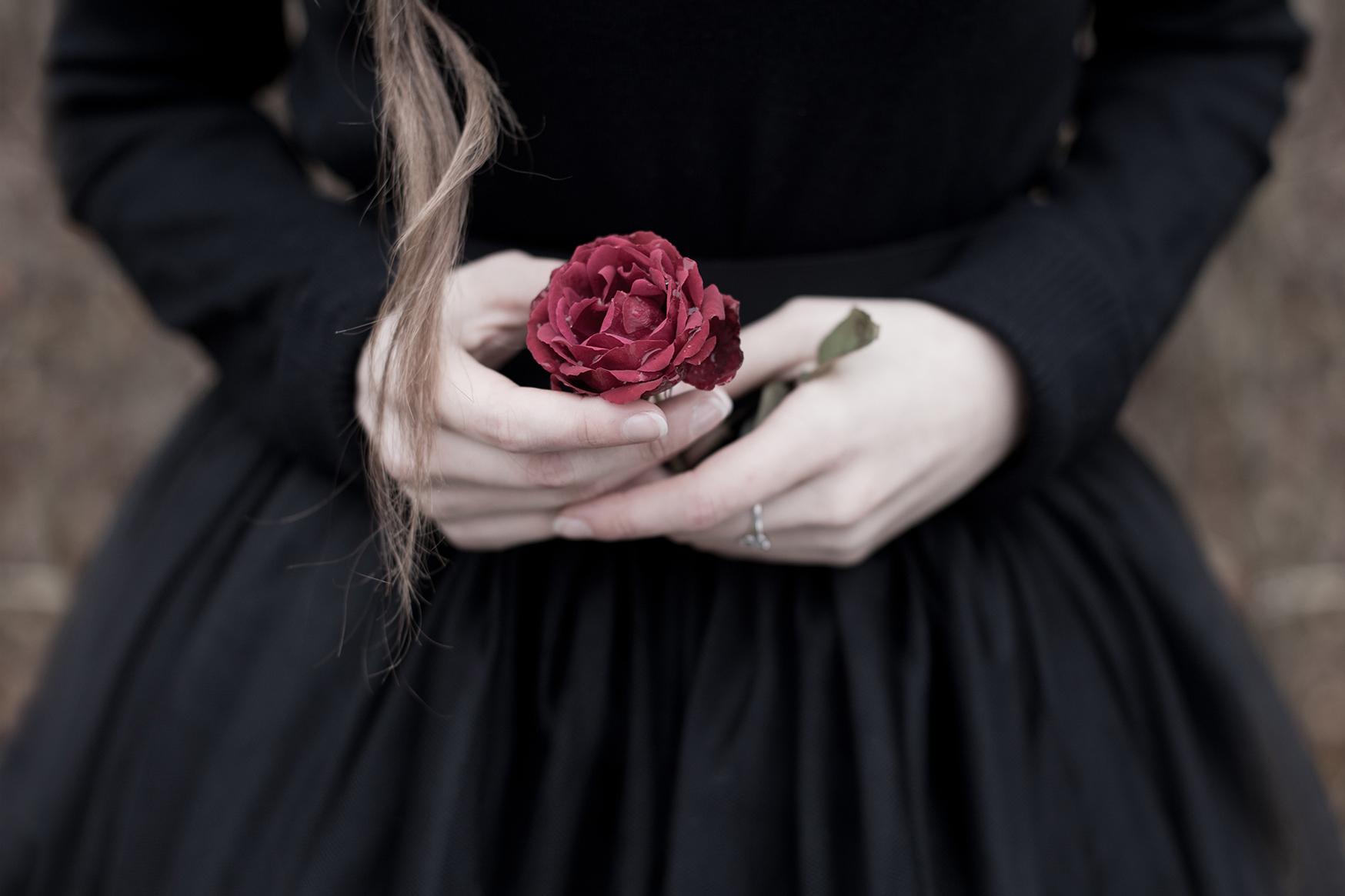региона картинка на аву роза в руке кто