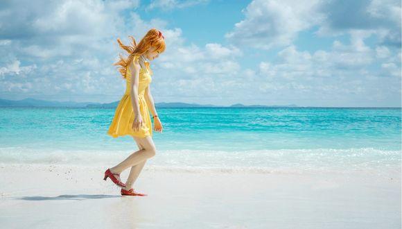 Фото Косплей Asuka Langley / Аска Лэнгли на фоне моря из аниме Evangelion / Евангелион