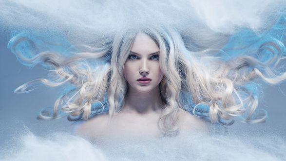 Фото Голубоглазая девушка с развивающимися волосами (© Margo Fly), добавлено: 10.02.2019 01:25