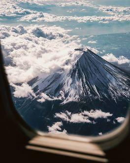Фото Вид на вулкан Фудзияма, Япония из окна самолета, by Yuto Yamada