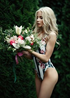 Фото Модель Екатерина Ширяева с букетом цветов, by Arkadii Shakhnovskii (© zmeiy), добавлено: 12.02.2019 09:48