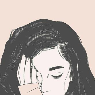 Фото Девушка держит руку на лице