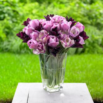 Фото Букет тюльпанов на столе