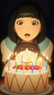 Фото Девочка с кошкой перед тортом со свечами