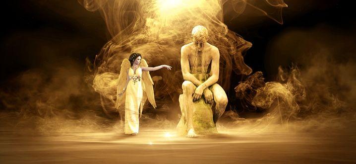 Фото Ангел возле скульптуры