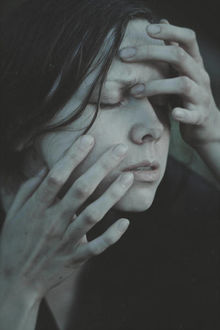 Фото Девушка с закрытыми глазами трогает свое лицо, by NataliaDrepina