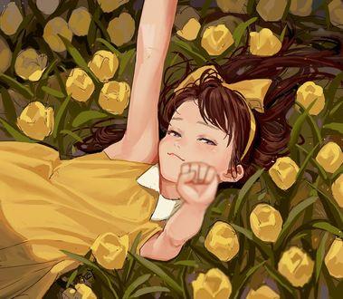 Фото Девочка с бантиком лежит среди желтых тюльпанов, by FKEY