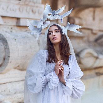Фото Девушка с голубями над головой, by Irina Dzhul