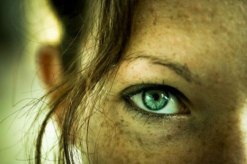 Фото Девушка с зелеными глазами