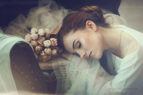 Фото Модель Isabella с букетом роз, by Edith Laurent-Neuhauser