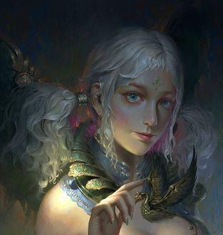Фото Девушка держит руку перед дракончиком