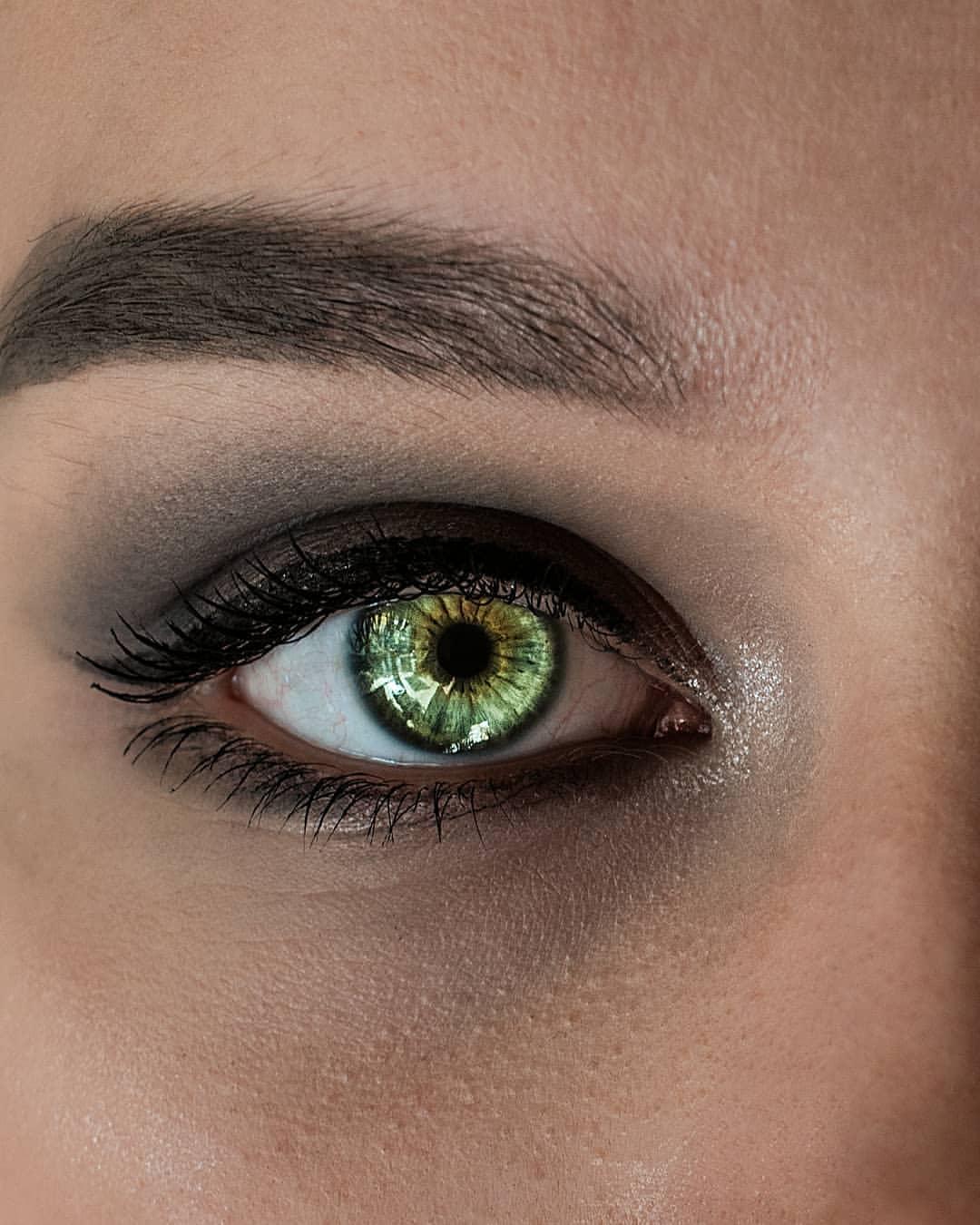 зеленые глаза фото или картинка она ему