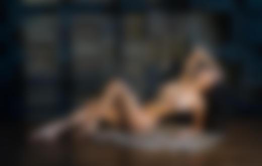 Фото Обнаженная девушка лежит на полу, фотограф Стефанович Владимир