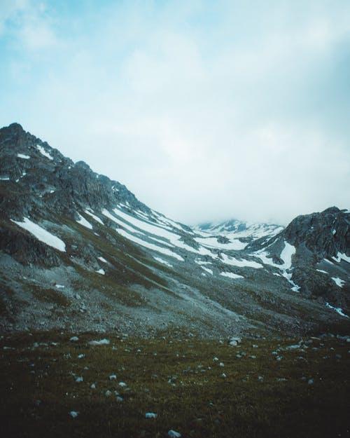 Фото Горный хребет, укрытый снежным покровом, фотограф Emre Can