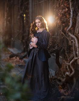 Фото Девушка в длинном платье с книгой в руках. Фотограф Margarita Kareva