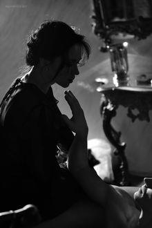 Фото Девушка сидит перед парнем, фотограф Алексей Кривцов