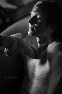 Фото Ножка балерины на груди парня, фотограф Алексей Кривцов