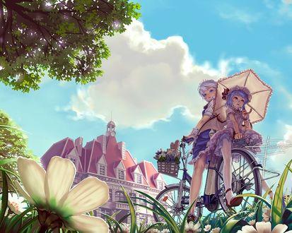 Фото Izayoi Sakuya / Сакуя Изаеи и Remilia Scarlet / Ремилия Скарлет на велосипеде на фоне голубого неба и крыши особняка, из серии компьютерных игр Touhou Project / Проект Восток