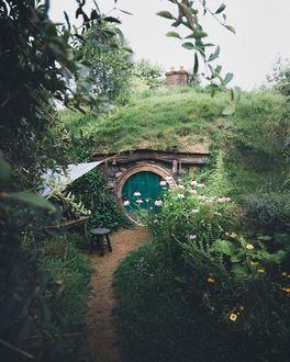 Фото Тропинка к маленькому домику, Хоббитон, Новая Зеландия, by Michael Kagerer