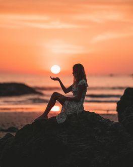Фото У девушки над рукой солнце, by matt. ferr