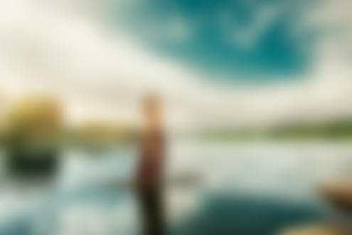 Фото Девушка стоит на камне в воде с кувшином на плече