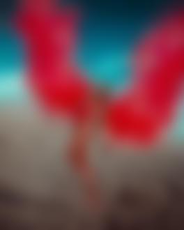Фото Девушка в красном купальнике парит над песком, фотограф Светлана Беляева