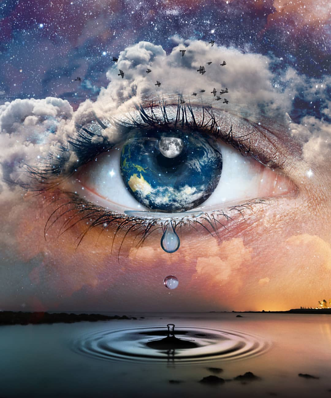 Фото Глаз девушки - планета Земля со слезой и облаками над ним, by skip_closer