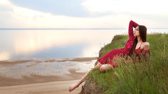 Фото Девушка лежит на обрыве. Фотограф Лозгачев Алексей