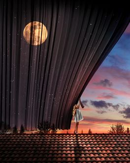 Фото Девочка, стоя на крыше, открывает штору, за которой видна луна
