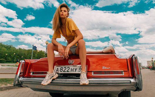 Фото Модель Даша Ступенко сидит на авто, фотограф Алексей Трифонов