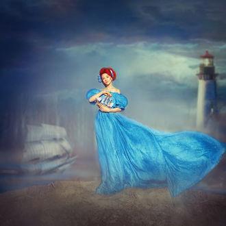 Фото Девушка в длинном голубом платье с парусником в руках. Фотограф Саврицкая Настя