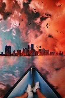 Фото Лодка с парнем на воде перед городом под облачным небом, by Armand Ymeri