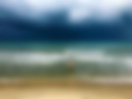 Фото Девушка в купальнике идет купаться в море, by umirskiba