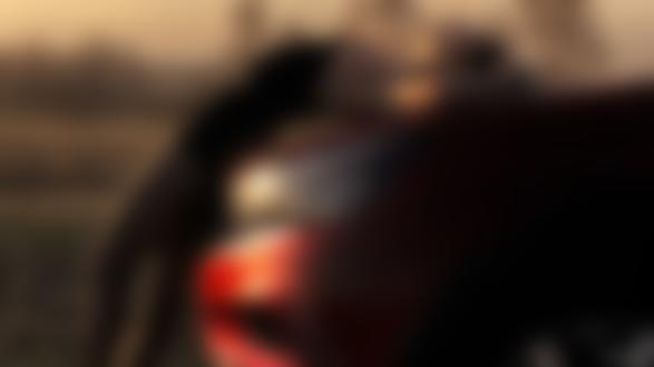 Фото Девушка прогнулась к капоту авто, фотограф Алексей Анегин