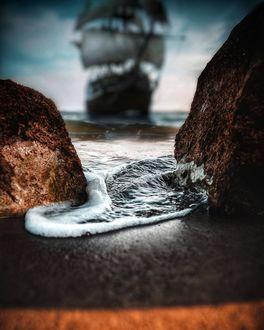Фото Парусник на воде, вид с берега, фотограф Pantelis Glossy Ignatiou