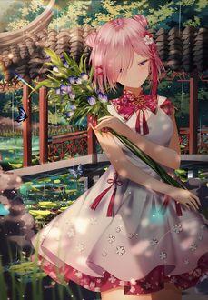 Фото Девушка с цветами в руке
