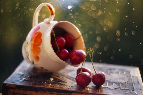Фото Посуда с черешнями на столе. Фотограф Анастасия Колесникова