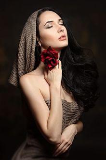 Фото Девушка с розой у лица. Фотограф Лысакова Екатерина