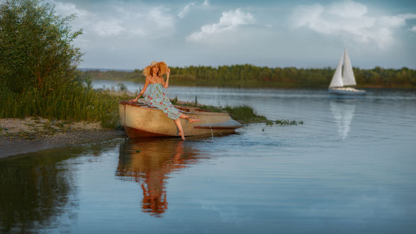Фото Модель Кристина сидит на лодке у водоема, by Andrey Metelkov