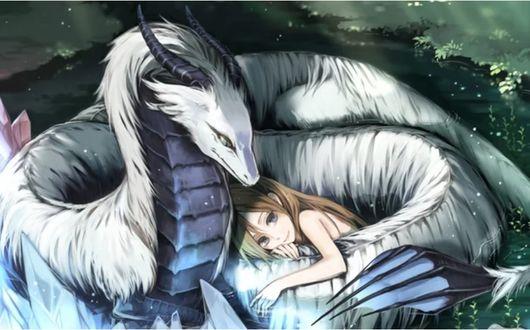 Фото Девочка обнимает белого дракона, лежа на лесной поляне
