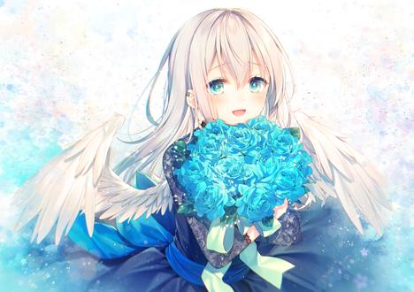 Фото Девушка с крылышками с букетом голубых роз в руках