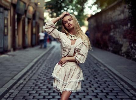 Фото Модель Alex стоит на дороге, by Faycal Marjane