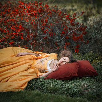 Фото Девушка спит на земле, by khomenko. maryna