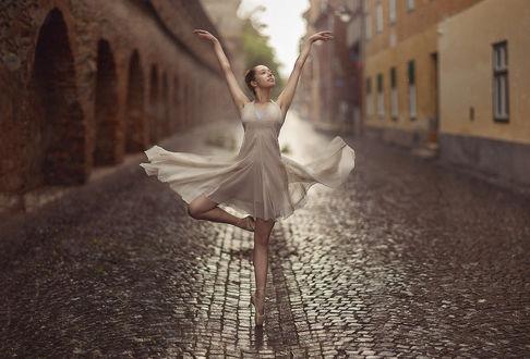Фото Балерина стоит на дороге. Фотограф Evgeny Loza