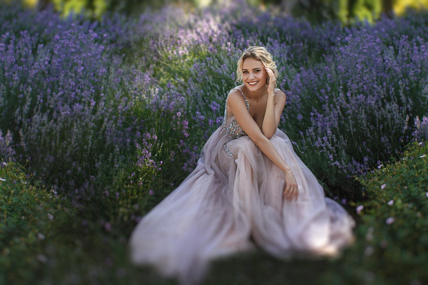Фото Девушка сидит на лавандовом поле, by Anastasia Apraksina